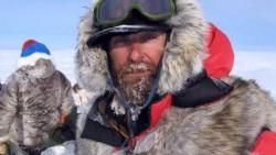 Священник Федор Конюхов установил поклонный крест на Северном полюсе